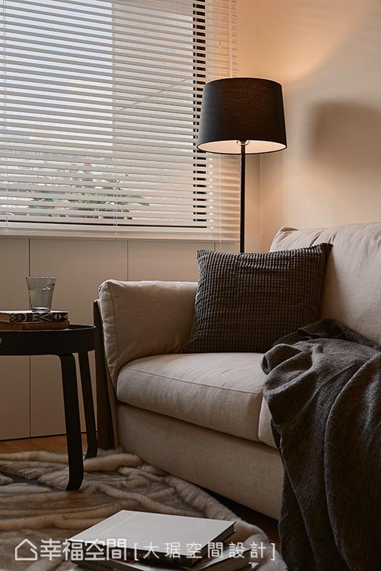 简约及纯净的设计主题,勾勒温煦的居家空间,也真正符合屋主的心境与需求。