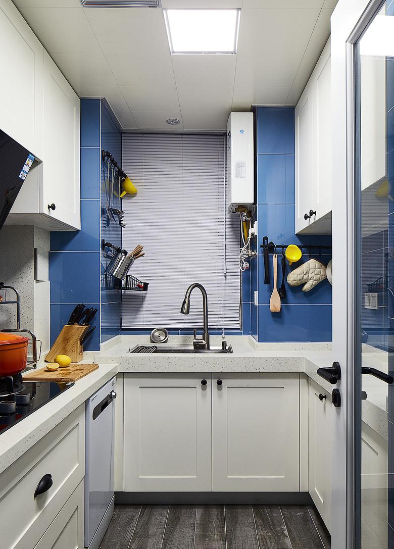 厨房图片来自家装大管家在简约线条 82平自然现代工业风家的分享