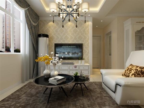 客厅的设计中将简欧与现代的设计同时融入其中,白色皮质的沙发搭配黄色抱枕,使整个空间十分的清新、靓丽