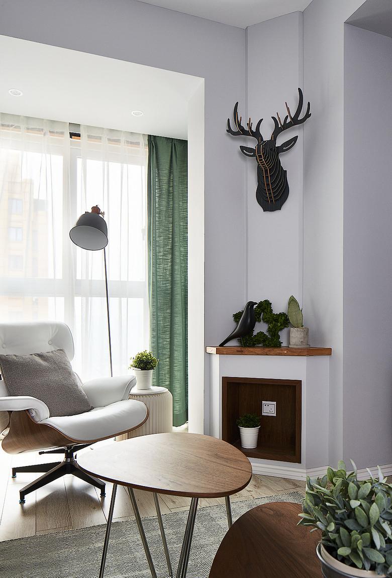 客厅图片来自家装大管家在简约线条 82平自然现代工业风家的分享