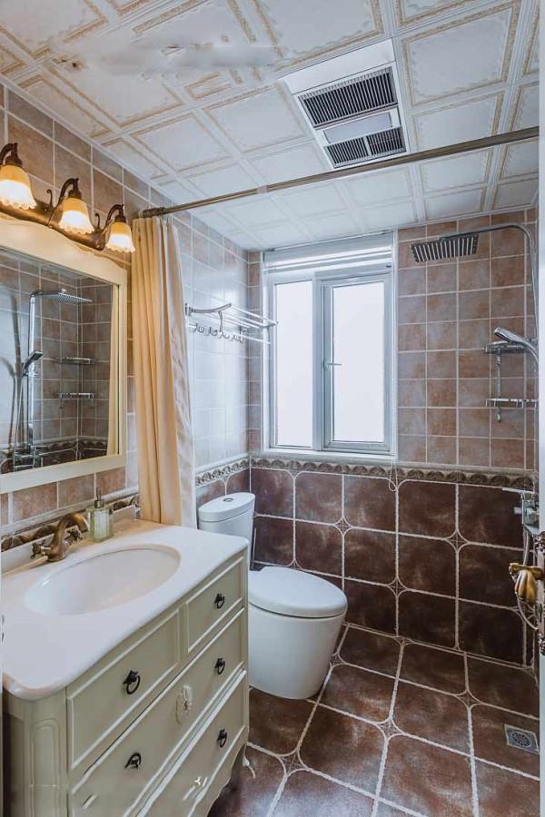 这次采用复古黄灰色地砖到墙砖深浅渐变,空间层次感呼之欲出,白色浴室柜提亮整体色调,让它避免单一。