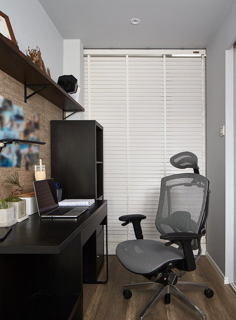 卧室图片来自家装大管家在简约线条 82平自然现代工业风家的分享