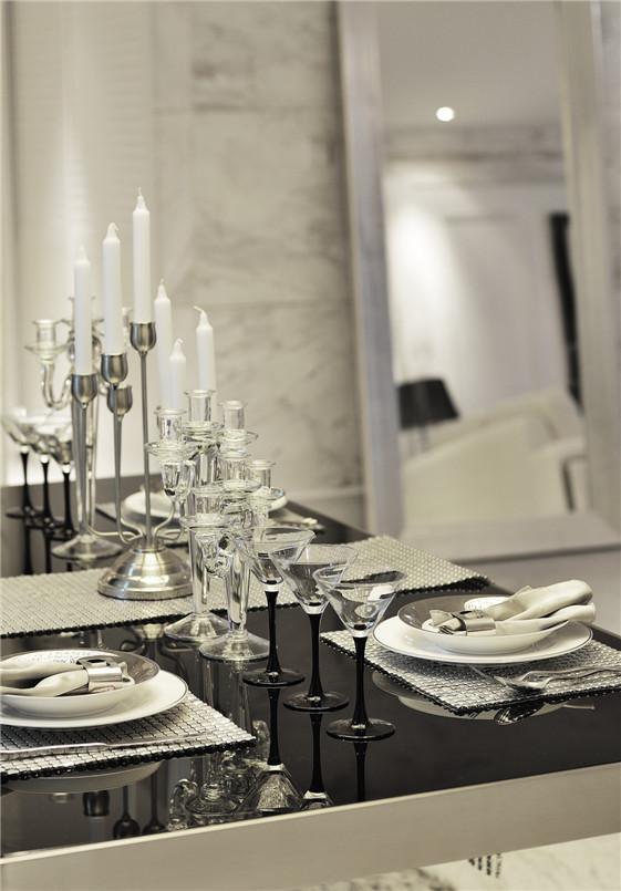 不同的家装风格演绎出各种各样的家园风情,蕴含着千姿百态的生活乐趣。而追求简练、明快、浪漫、单纯和抽象的欧式风格,将让你的家园更加单纯、明快和浪漫