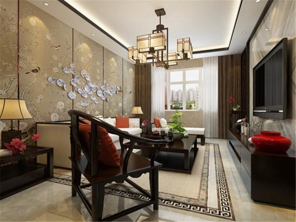 沙发背景墙整体为一幅画,分别用金属条分隔开,具有层次感。顶面一圈回字形内加木线,沙发采用的是布艺与木质相结合