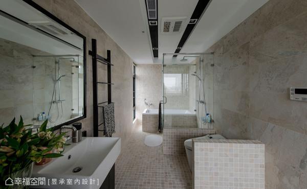为提升舒适度,将主卧浴室加大设计,透过工业风元素的嵌灯、黑镜框与米黄瓷砖与石纹砖等配色,成功混搭出独特风格。
