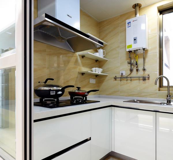 厨房比较小,设计师主要用白色元素凸显更大气明亮。