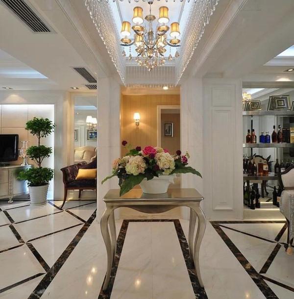 欧式简约家具设计时多强调立体感,在家具平面有一定的凹凸起伏设计,以求在布置欧式简约风格的空间时,具有空间变化的连续性和形体变化的层次感。