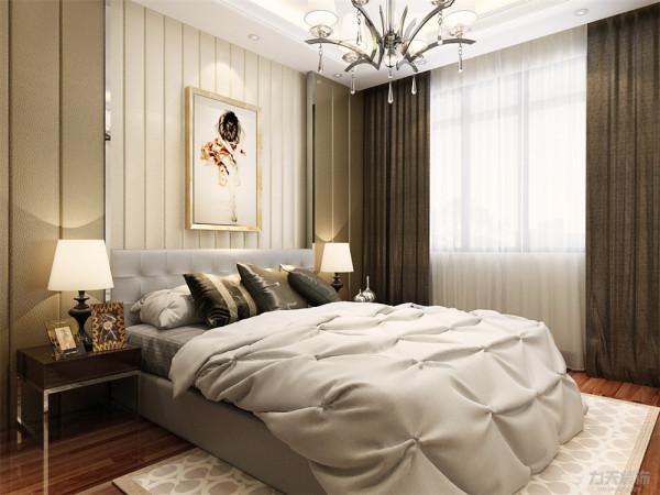 浅灰色的床尽显业主的低调稳重。使业主能够放松身心更好的休息放松,衣柜的颜色沉稳时尚,质感十足