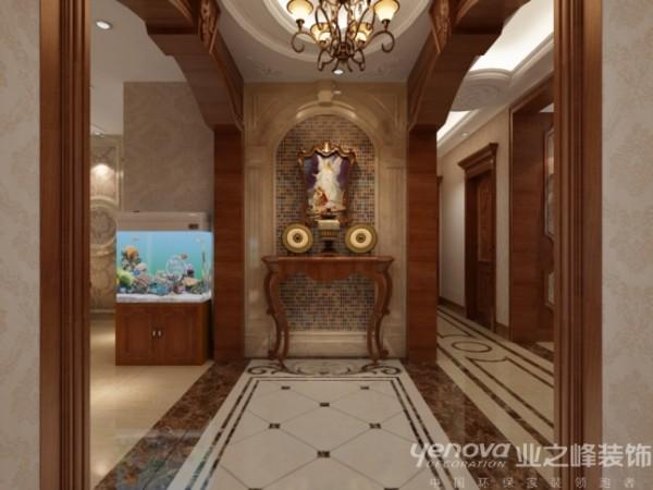 这是一套总体面积203平米的三室两厅结构,为美式风格,背景栗色护墙板图片