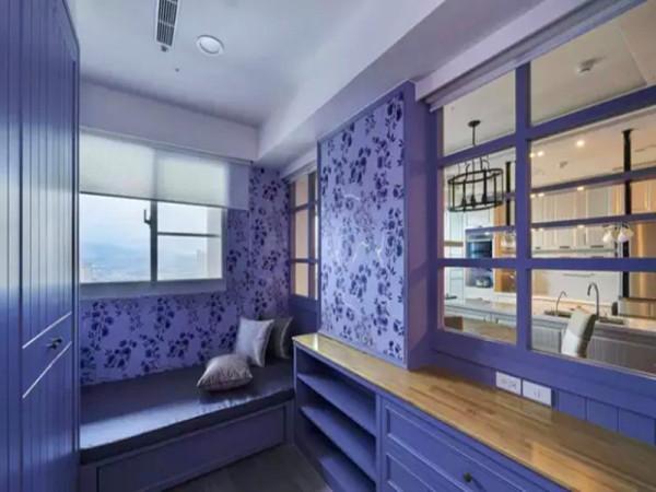 以格子窗与收纳柜区隔,通透开放的设计减去小空间的压迫,并以拉帘创造隐私调节的弹性。