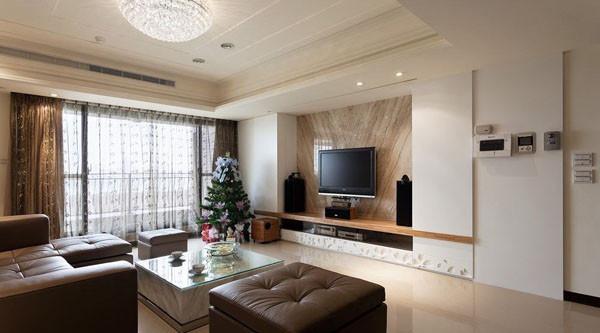 客厅设计效果图  港式时尚的风格简约但不简单,在材质的选择上充分体现本案低调的奢华,也能彰显屋主的品味,造型上以简单为主增加现代感与空间感,整体感觉简约大气优雅,使屋主产生强烈的家的归属感。