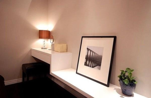 墙角的小小工作区,来自木工的专属打造。