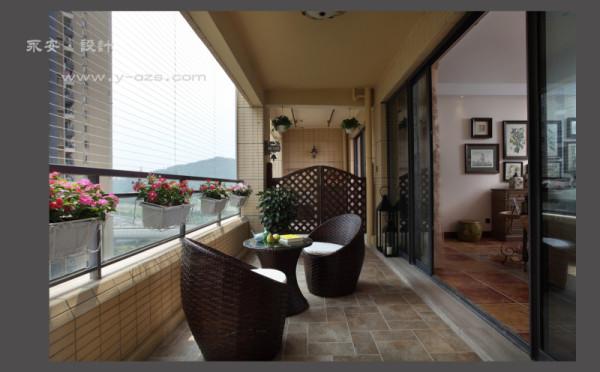 阳台观景,平时可以养养花草,陶冶性性;榺艺坐椅,只要一本好书,一壶红茶,便可安享一下午的休闲……