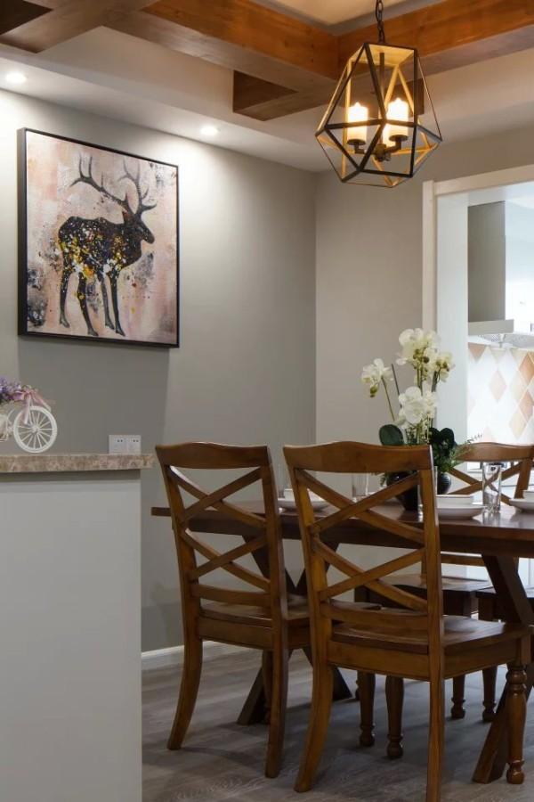 餐厅的整体装修设计方案展示,同样是灰色和白色的简单搭配。简约而清新自然。