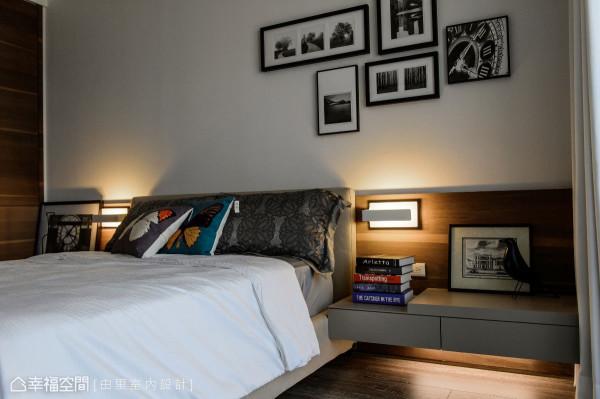 留白的床头背墙可规划成相片墙,结合灯光和木皮的伴佐,围塑出温馨的生活温度。