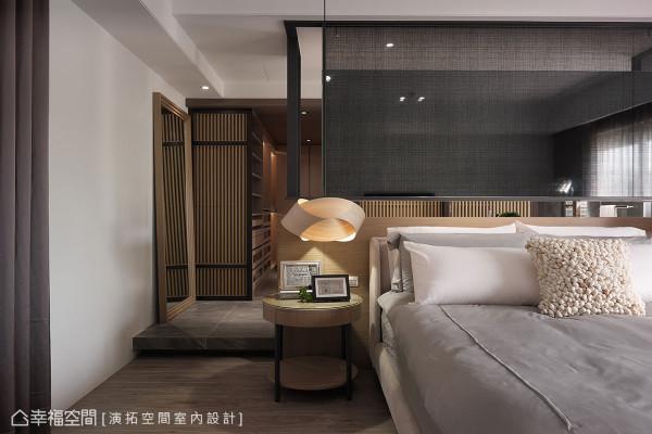 利用地坪的高低差,作为睡眠空间与更衣室、卫浴的机能划分。