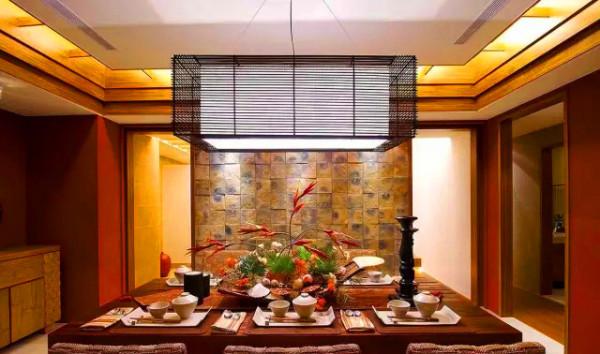餐厅        层叠而上的天花设计,带动视觉向上延伸,搭佐格栅意象及间接光源,创造丰富的视觉层次感。