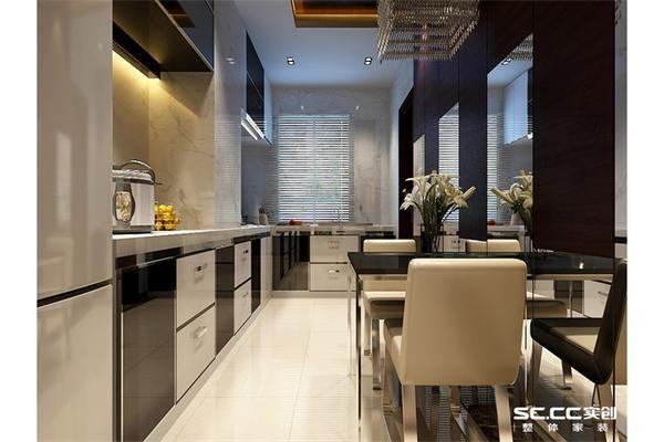 因空间的限制,餐厅与厨房在一起,墙面加以镜面装饰,让空间感觉扩大,视野敞亮。