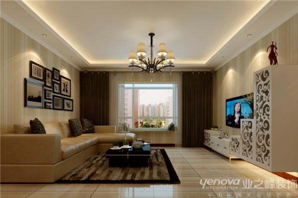 本案的设计重点是会客空间与门厅、餐厅以及过道空间互通与交流,从设计手法上采用了从墙面上的线与面的衔接呼应,以及顶面的空间的虚拟划分,
