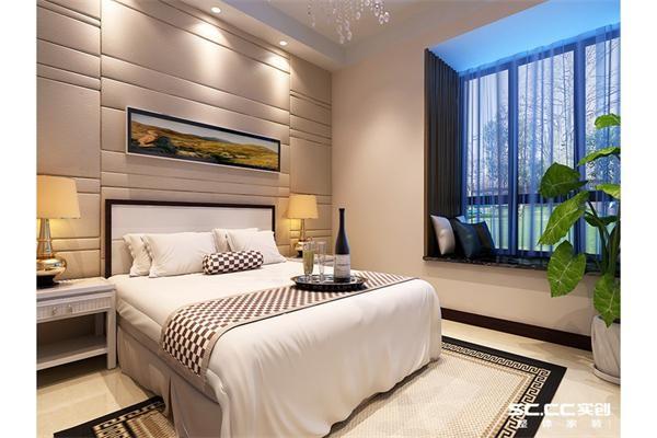 卧室床头背景墙用软包的设计,顶面配以暖色的灯光,让空间显得特别温暖舒适。
