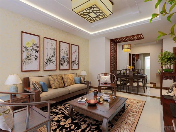 客厅是主人会客的地方,在沙发背景墙选择中式特有的山水画做装饰,电视背景墙也同样选择中式花格来修饰搭配中式的红木家具。