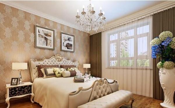 创意卧室背景  卧室床头用的是咖色的软包设计,搭  配和谐的软装达到了功能与形式的完  美统一、简洁明快、时尚而不浮躁。