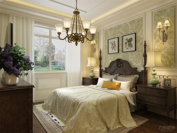 地面采用深色复合实木地板,顶面为回形吊顶,墙面为浅绿色壁纸和白色墙裙,突出空间的时尚感,同时使空间变得安逸舒适,墙面上悬挂与主灯同材质的壁灯。
