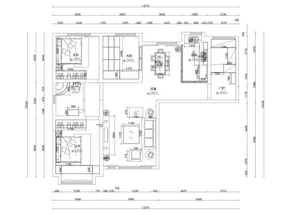 从入户门进入,右手边一个玄关边柜,边柜里侧是小型的衣帽间,走过过道,左手边为大厅,大厅对面为餐厅,餐厅与厨房相连。卧室在整个空间的里侧,主卧室的对面是次卧室,主卧与次卧室中间是卫生间。