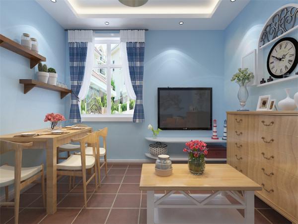 该客厅比较小,并且要兼容客厅、餐厅的功能。餐厅设置在入户门对面靠墙。