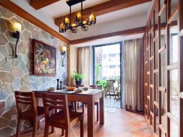 餐厅墙面采用石材,更显质朴,让餐厅和阳台呼应,复古镜面隐藏了儿童房的房门。