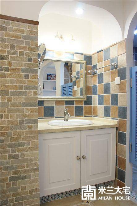 整个卫生间在装修时一定要注意防水设计。