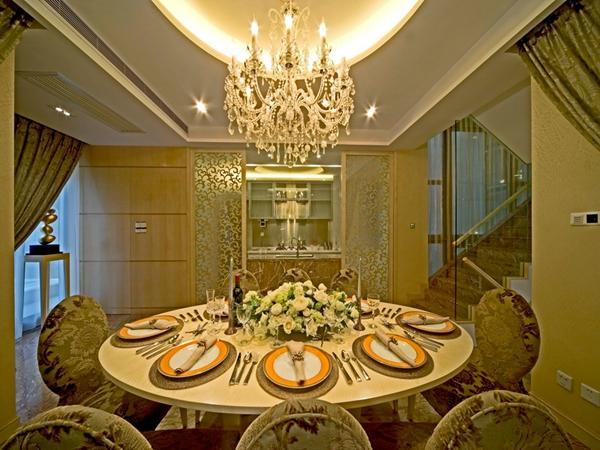 为了使整个空间的效果融为一体,餐厅同样采用大束的艺术装饰,使空间显得更加有生活的感性融于其中