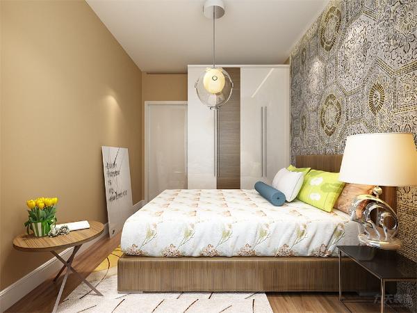 在次卧的设计上,我们在床头运用了壁纸,烤漆柜子,独特的吊灯和软装等营造了一个现代感十足的温馨空间。