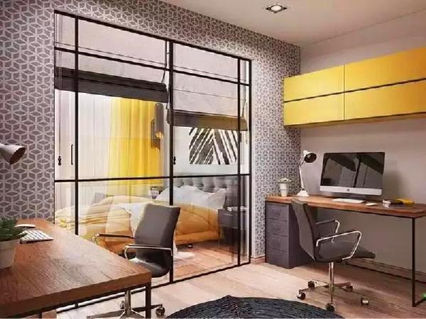 玻璃推拉门比较富有轻盈感,将卧室和书房隔离开来。