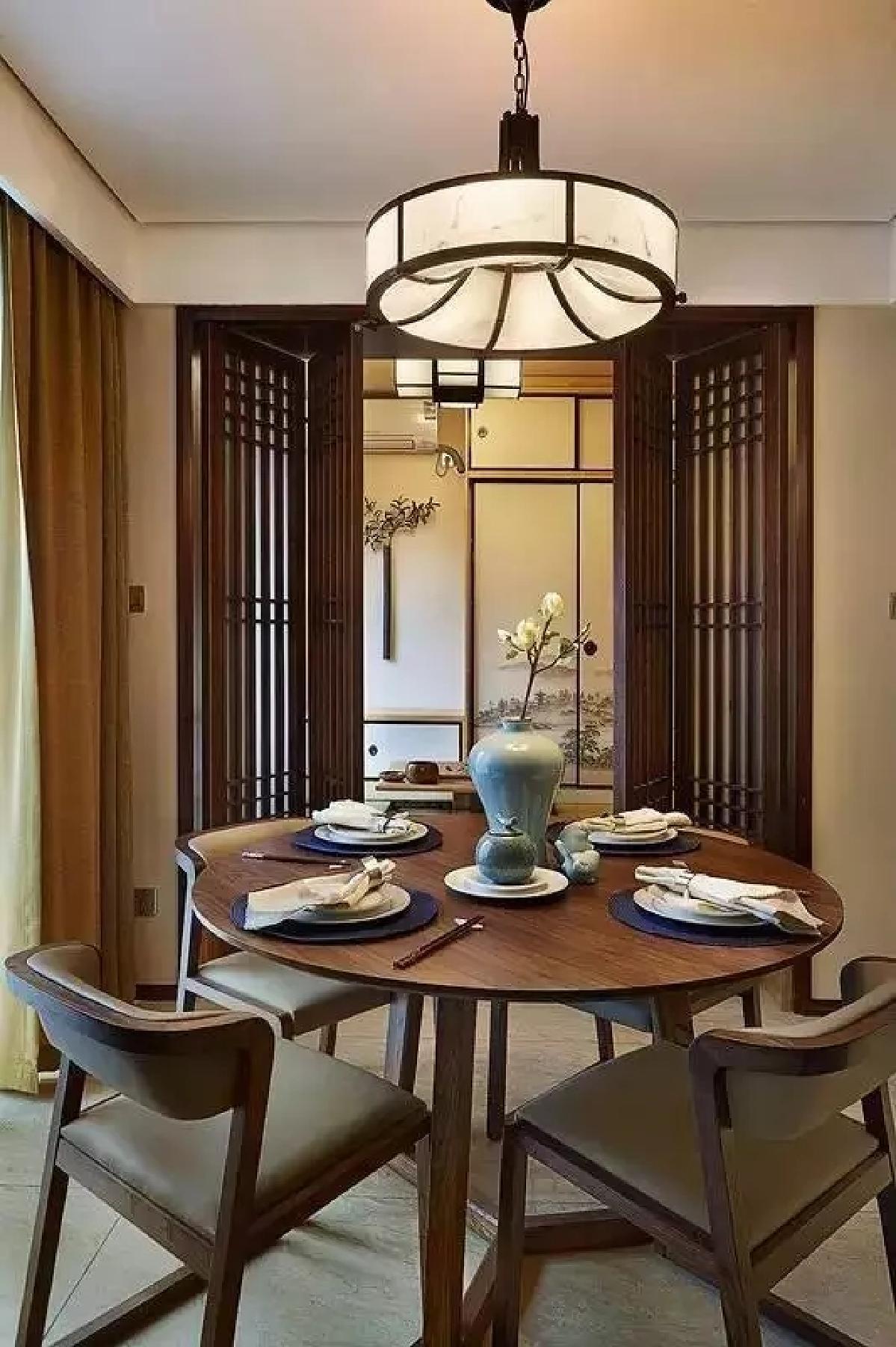 餐厅边上的小房间设计成榻榻米的茶室.图片