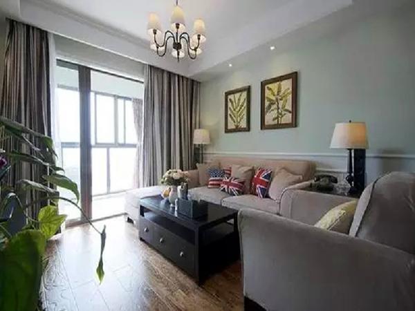 客厅吊灯喷漆磨砂亚黑,美式乡村风十足。