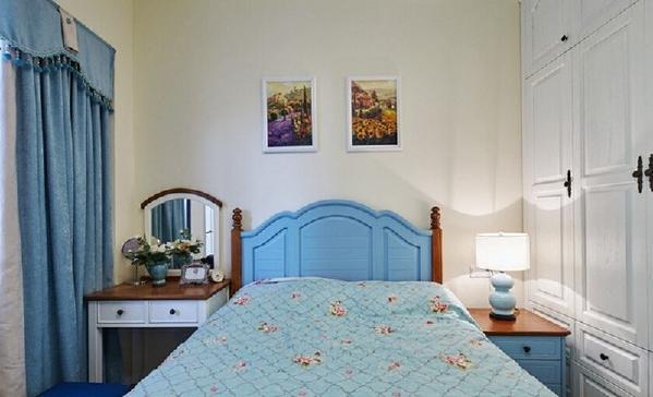 整个卧室清新淡雅。