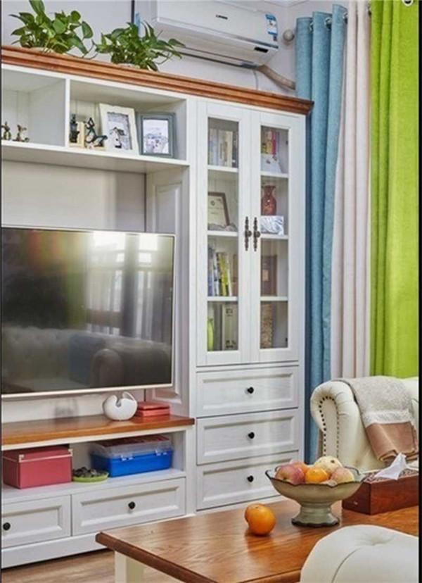 客厅选用的柜子,收纳与美观并重,节省空间。
