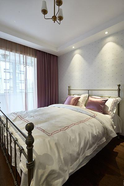 美美的卧室。