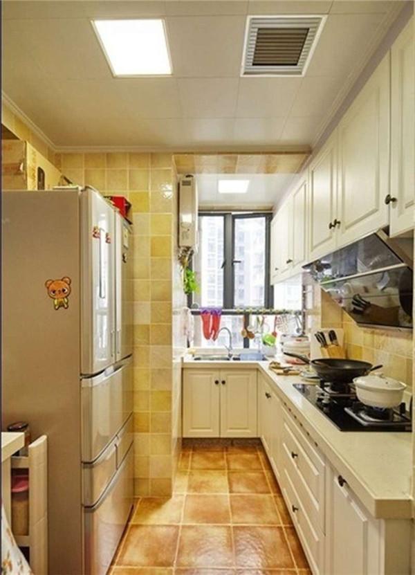厨房里面选择容易打扫的米色砖。