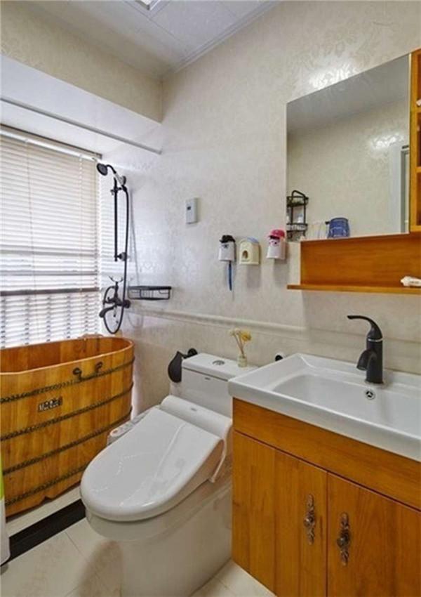 木色的浴缸、浴柜带来的是那一抹春意!