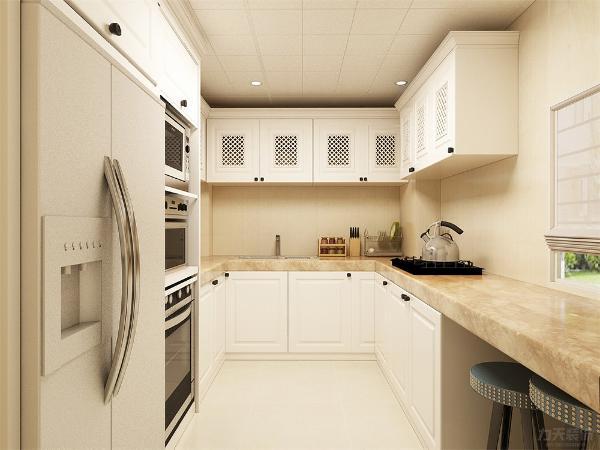 厨房区域够可以做一个U字形的吊地柜,冰箱和一些西式的电烤箱,微波炉,消毒柜可以放进一个整体高柜里。