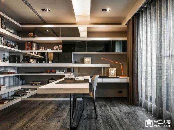 考量屋主的书籍与展示品很多,因此在书房内部规划延伸两个墙面的L型展示架,并以串联、悬浮的方式符合各面向的需求。