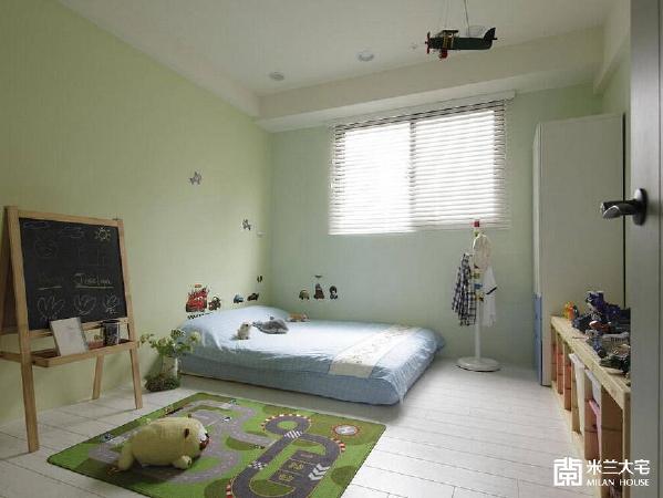 嫩的跳色安排,為小孩房注入童趣个性。