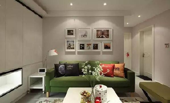 客厅,窝虽小,但五脏俱全,客厅沙发买的是宜家的,边上的壁柜很漂亮。