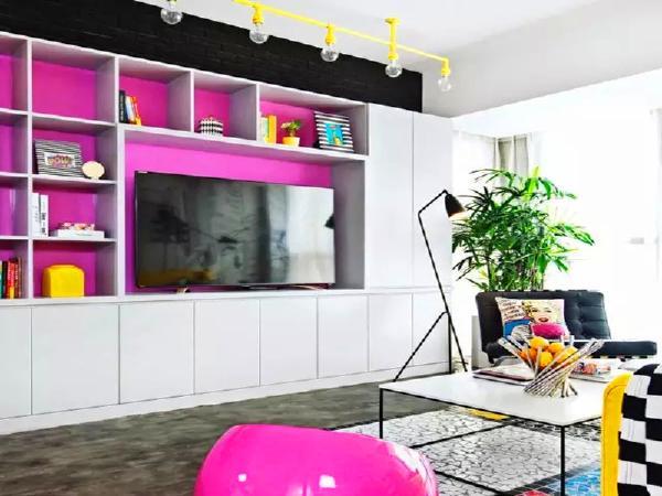 电视墙结合了收纳柜、书柜、电视柜、展示柜为一体,解决了大部分的收纳问题,功能强大。