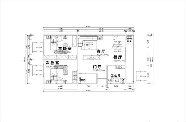 入户首先看到的是客厅的设计,左边是过道的设计,与入户门相邻的是储藏间,在玄关的右边是衣帽柜。与餐厅相邻的是厨房,与厨房相邻的是卫生间的设计。客厅的左边是主卧,主卧又与次卧相邻,这边构成了整个空间。