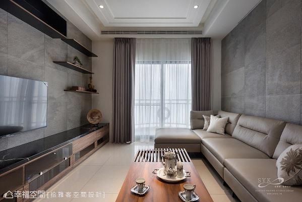 于电视主墙增设置物层板,简单摆放小盆栽或装饰品,为生活增添趣味风景。