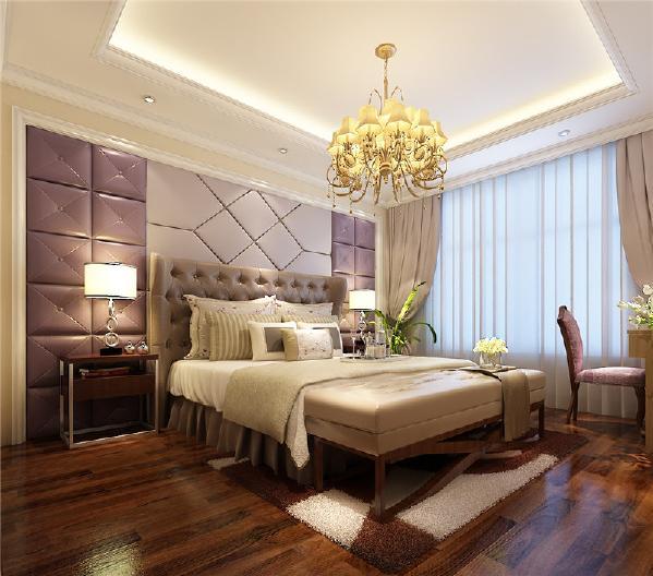 主卧色彩、材质和整体风格统一,金属质感的床头灯和床头柜,呈现一种混搭风味,丰富了空间内容。