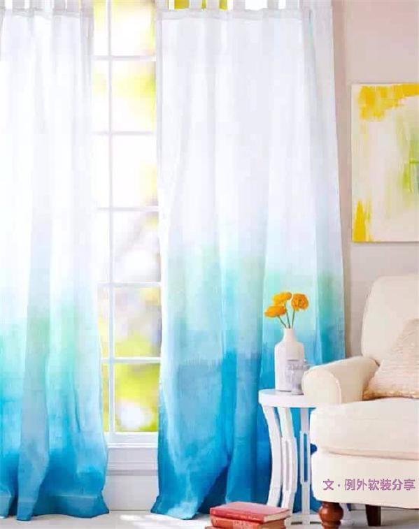 渐变不一定非得是在白色的基础上,用与墙面一样的蓝渐变,整体和谐又能够让颜色有些变化,不会太压抑。
